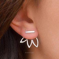 Product Information Product Type: Pair of Earring Jackets Gauge Size: Standard Ear Lobe - 20 Gauge Color: Gold / Silver Womens Earrings Earring Jacket Jackets in Gold Silver Starburst Flower Sunflower Conch Earring, Tragus Earrings, Hoop Earrings, Angel Wing Earrings, Ear Jacket, Ring Verlobung, Necklace Sizes, Turquoise Jewelry, Ear Piercings