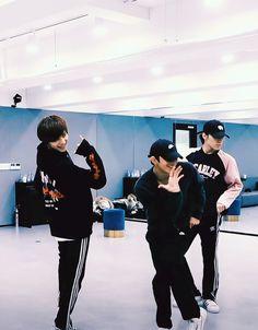 Nct 127, Yangyang Wayv, Korean Men, Minhyuk, Winwin, How To Take Photos, Taeyong, Boyfriend Material, Jaehyun