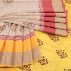 Printed Maheshwari Silk Cotton Saree With Floral Motifs & Ganga Jamuna Border 10018972 - AVISHYA.COM