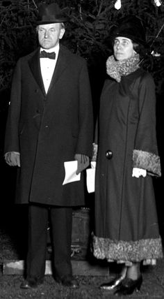 1924...Calvin and Grace Coolidge at the National Christmas Tree Lighting. Cute, huh...?