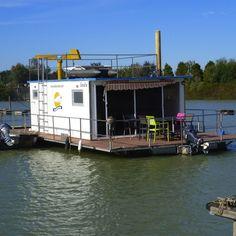 hausboote ponton schwimmk rper und wasserfahrzeuge wohnen auf dem wasser boat house. Black Bedroom Furniture Sets. Home Design Ideas