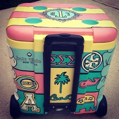 I had no idea that painted coolers was a thing, I love it!! Painted Coolers | Tri Sigma | Love the color combos!