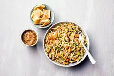 Kijk wat een lekker recept ik heb gevonden op Allerhande! Bami met kip en pindasaus Ethnic Recipes, Food, Eten, Meals, Diet