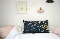 Les pommettes du chat -- nani iro pillow, miss katta from studio violet, soft clouds :)