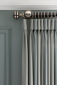 curtain pleat detail Goblet curtain header