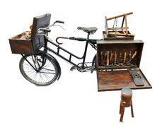 "La bici ""truccata"" del calzolaio. Steampunk Bicycle, Bike Food, Wood Bike, Art Cart, Bike Trailer, Art Storage, Cargo Bike, Bicycle Design, Plein Air"