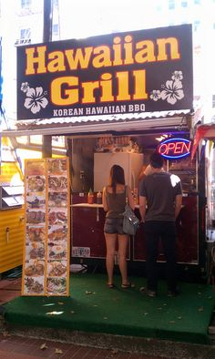 A food cart in Portland serving up Korean Hawaiian BBQ and other dishes. Hawaiian Grill, Food Counter, Food Vans, Gourmet Sandwiches, Meals On Wheels, Food Places, Las Vegas Nevada, Unique Recipes, Grilled Chicken