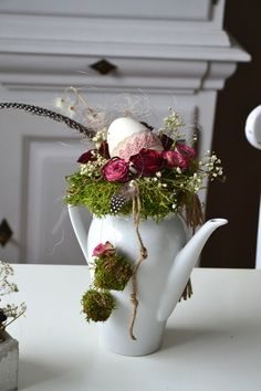 Other - spring decoration, coffee pot - a unique product by Perla-Polarstati . - Other – Spring decoration, coffee pot – a unique product by Perla-Polarstation on DaWanda, Inh. Deco Restaurant, Deco Floral, Spring Crafts, Easter Crafts, Happy Easter, Floral Arrangements, Halloween Decorations, Spring Decorations, Diy And Crafts