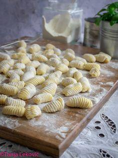 Knedle Recipe, Kiflice Recipe, Bosnian Recipes, Croatian Recipes, Naan, Sweet Desserts, Dessert Recipes, Bread Dough Recipe, Baklava Recipe
