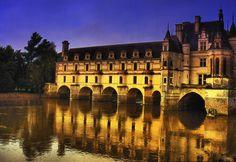 Château de Chenonceaux autour duquel la rivalité entre Catherine de Médicis et Diane de Poitiers se cristallisa.