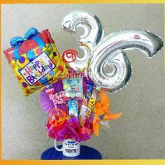 Feliz cumpleaños para una persona súper especial!  #arreglos #arreglosconglobos #detalles #regalo #original #gifts #cumpleaños #felicidades #dulces #chucherias #detalle #numero #números #globos #balloons #balloon #venezuela #venezolanosenelexterior #handmade #hechoamano #hechoenvenezuela #abanicos #rosetadepapel #globos #floresdepapel #molinos #globosdenumeros #chocolates #numeros