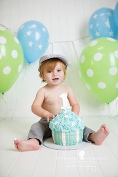 R is One! Santa Rosa Cake Smash Photographer » Jeneanne Ericsson Photography Blue and Green with Stars Giant cupcake