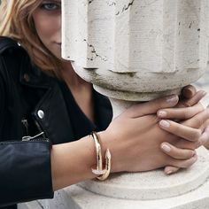 Boldness in a bracelet. Discover new designs in the Juste Un Clou collection.