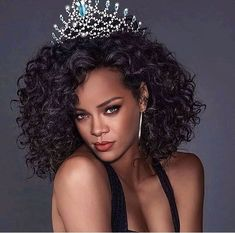 Image in Rihanna collection by Tuba Sayan on We Heart It Best Of Rihanna, Mode Rihanna, Rihanna Looks, Rihanna Riri, Rihanna Style, Curly Hair Styles, Natural Hair Styles, Jenifer Lawrence, Afro