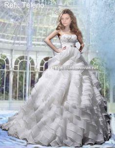 vestido de novia moderno con volantes