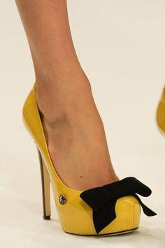 Idea:  Accessorize plain patent pumps with black velvet bow shoe clips.