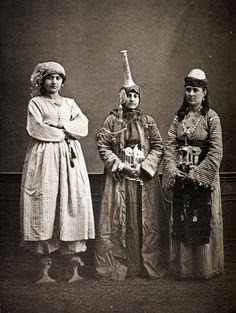Photograph of three women in Damascus, Syria, in the early 20th century. Note the stylized sandals on the first woman, on the left.