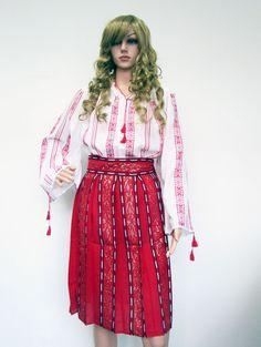 Costum popular lucrat manual. Costum popular tesut in razboiul de tesut traditional Waist Skirt, High Waisted Skirt, Costume, Skirts, Fashion, Moda, High Waist Skirt, Fashion Styles, Skirt