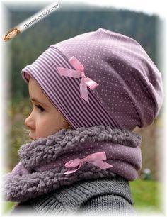 kuscheliger Schlupfschal aus weichem Baumwolljersey mit warmen Teddyplüsch. Design: taupe/rosa mit angenähter rosa Schleife. Den aktuellen Kopfumfang oder das Alter des Kindes bitte ebenfalls...
