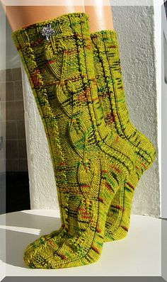 socks, free pattern, a downloadable pdf via Ravelry. instructions are in German, but there's a chart