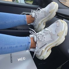 You are in the right place about balenciaga sneakers outfit ideas Here we offer you the most beautif T Shirt Balenciaga, Sneakers Balenciaga, Gucci Shoes, Souliers Nike, Sneakers Fashion, Fashion Shoes, Fashion Goth, Sacs Louis Vuiton, Aesthetic Shoes
