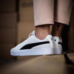 Daily Paper x Puma Court Platform Sneaker Outfits, Converse Sneaker, Ankle Sneakers, Sneakers Mode, Puma Sneakers, Puma Suede Outfit, Puma Outfit, Vans Shoes Fashion, Fashion Outfits