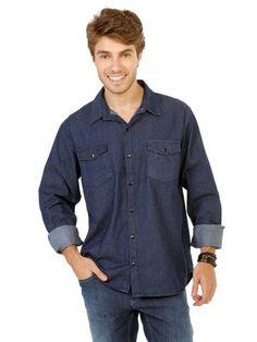 4fa2495284afc Camisa jeans, possui mangas longas com abotoamento nos punhos, dois bolsos  na parte da frente, fechamento por sete bot
