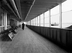 Quando il famoso transatlantico colpì il famigerato iceberg quasi 100 anni fa, il 15 aprile 1912, ilTitanicnon si limitò a inviare centinaia dei suoi passeggeri sul fondo del mare, ma andarono perdute anche tutte le foto, le prove di come era la vita a bordo e di come era realmente la nave. Ma qualcosa è …