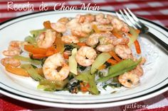 Receta de Chow Mein Casero: Con el sartén caliente agrefa el aceite de sésamo y saltea los vegetales, agrega una cucharada de la salsa soya. Spanish Recipes, Spanish Food, Soya, Healthy Food, Healthy Recipes, Chow Mein, Chinese Food, Easy, Shrimp