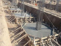 Reinforcement Detailing Of Isolated Footing - Engineering Discoveries Civil Engineering Construction, Bridge Construction, House Construction Plan, Construction Process, Construction Design, Footing Foundation, Building Foundation, Concrete Formwork, Concrete Footings