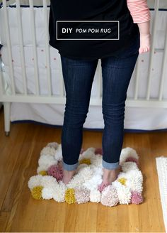 Make It: Bedside Pom Pom Rug - Tutorial #home