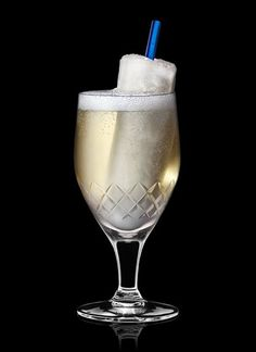 Absolut Royal Rocket - Pour icicle ingredients into a mould and freeze. Pour drink ingredients into a highball glass and garnish with icicle. 1 Part Absolut Vodka, 1 Part Champagne, 1 Whole Lemon Popsicle