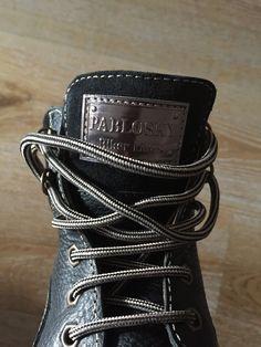 Pablosky   Este blog empieza a parecer una bitácora sobre calzado infantil. He perdido la cuenta de los post que he publicado sobre los zapatos botas y zapatillas de deporte que le he comprado a mi hijo. En general son de marcas fabricadas en España pero también ha tenido calzado de firmas multinacionales e incluso ha tenido varios pares de botas que le regalaron unos familiares que están viviendo en Hungría.  A los niños se les compran muchos zapatos principalmente porque van creciendo…