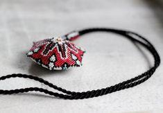 Бисерные треугольники Herinia's Jewelry Chest   -   beaded triangles Herinia's Jewelry Chest