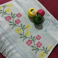 Cross Stitch Art, Cross Stitch Borders, Baby Knitting Patterns, Diy And Crafts, Embroidery, Rugs, Decorative Towels, Embroidered Towels, Bathroom Towels