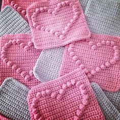 Angels handmade with love: Bobble heart blanket + vertaald patroon ! Angels handmade with love: Bobble heart blanket + vertaald patroon ! Crochet Heart Blanket, Bobble Crochet, Bobble Stitch, Crochet Quilt, Crochet Blocks, Crochet Squares, Crochet Blanket Patterns, Crochet Motif, Diy Crochet
