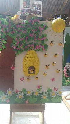 let& enjoy making this beautiful honeycomb- disfrutemos de hacer este hermoso panal de abejas let& enjoy making this beautiful honeycomb - Bee Crafts, Preschool Activities, Diy And Crafts, Crafts For Kids, Arts And Crafts, Paper Crafts, Class Decoration, School Decorations, Hallway Decorations
