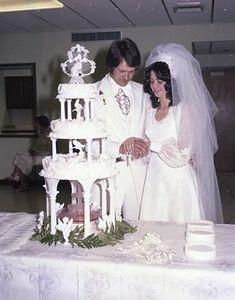 Redman - McGlothlin Wedding | Lannie Redman- Danny McGlothli… | Flickr Old Wedding Photos, Wedding Pictures, 1970s Wedding, Vintage Weddings, Wedding Groom, Rustic Wedding, Fountain Cake, Wedding Cupcakes, Wedding Cake