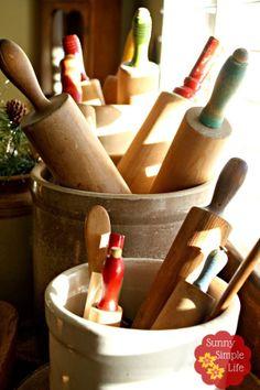 New kitchen utensils design rolling pins ideas Primitive Kitchen, Primitive Crafts, Kitchen Country, Wooden Kitchen, Country Living, Country Style, Rolling Pin Display, Vintage Kitchen Decor, Vintage Decor