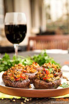 CIUPERCI UMPLUTE DE POST LA CUPTOR | Diva in bucatarie Appetizer Recipes, Appetizers, How To Cook Mushrooms, Vegan Burgers, Vegan Recipes, Stuffed Mushrooms, Cooking, Food, Diet