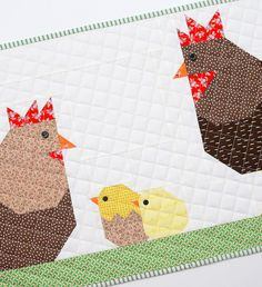 New Easter Quilt Patterns: Hen Quilt Block + {free Table Runner Tutorial} - ellis & higgs Diy Craft Projects, Sewing Projects, Craft Ideas, Farm Animal Quilt, Chicken Quilt, Flower Quilts, Quilt Patterns Free, Pattern Blocks, Tips & Tricks
