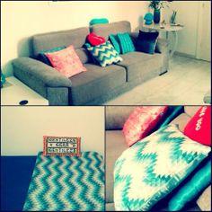 Consultório da terapeuta Célia, com a manta zig zag e as almofadas arabescos coral, zig zag e jeans. www.704home.com.br