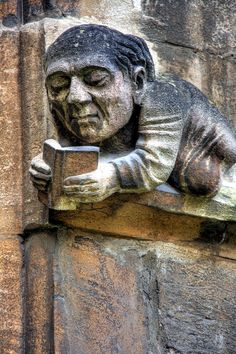 Reading Gargoyle in Balliol's Front Quad (U.) ~ Balliol is one of Oxford's best known Colleges. by Piers Nye. (Love gargoyles and books! I Love Books, Good Books, Statues, Art Beauté, World Of Books, Green Man, Architecture Details, Oeuvre D'art, Quad