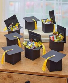 This Set of 8 Graduation Cap Gift Boxes helps you celebrate your grad's achievement in style. Use the boxes to hold small gifts or gift cards, or fill them with Diy Graduation Gifts, Graduation Party Planning, Graduation Decorations, Graduation Cake, Graduation Table Centerpieces, Graduation Presents For Him, Graduation Hood, Graduation Images, Graduation Desserts