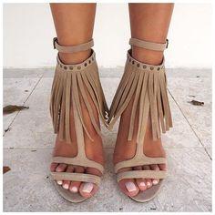 Beige heeled sandals. Spring/summer 2016 shoes trends.