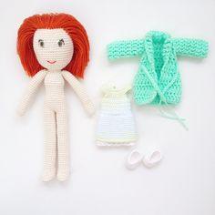 """""""Ну и уже стандартная фотография. Куколка со своим гардеробом. Платье и туфельки из хлопка, пальтишко из хлопка с акрилом.…"""""""