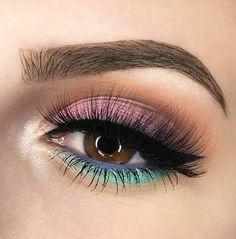 ❤ @mywunderbrow brow gel, black/brown ➡ I loooove this  @anastasiabeverlyhills 1.5 concealer @makeupgeekcosmetics: • pressed eyeshadow: Morocco • foiled eyeshadows: Daydreamer, Pegasus, Starry Eyed @essence_cosmetics Superfine eyeliner pen @annytude Sultry lashes  #mywunderbrow #wunderbrow #wunder #anastasiabeverlyhills #abh #abhjunkies #makeupgeek #makeupgeekcosmetics #makeupgeekeyeshadows #mg  #annytude #lashes #makeup #wakeupandmakeup #maryhadalittleglam #wingedliner #black #highlight