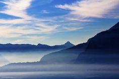 Lake Como, Italy: natural beauty with the head in the clouds Como Italy, Lake Como, Natural Beauty, Clouds, Mountains, Nature, Travel, Naturaleza, Viajes
