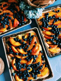 a midsummer nights dream tart ; peaches, blueberries, and lemon curd set over a no-bake date-pistachio crust (for a crowd). so perfect for big grill outs, and such and easy, impressive dessert!
