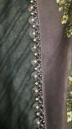 This post was discovered by Gul. Discover (and save!) your own Posts on Unirazi. Bead Crochet, Filet Crochet, Crochet Crafts, Crochet Lace, Embroidery Stitches, Embroidery Designs, Punjabi Suits Designer Boutique, Crochet Borders, Needle Lace
